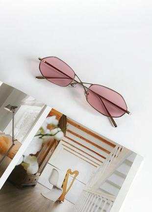 Стильні сонцезахисні окуляри з рожевими лінзами