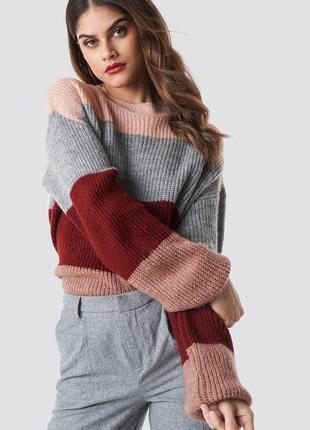 Вязаный цветной свитер