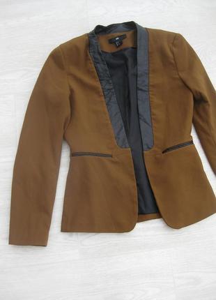 Тёмно горчичный пиджак с кожаным воротником h&m