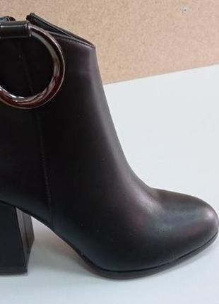Женские ботинки на каблуке!
