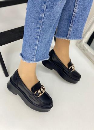 Кожаные туфли с цепью