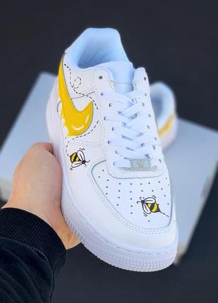 Белые кроссовки с рисунком air force white yellow bees