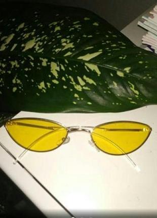 Крутецкие желтые очки в золотистой оправе