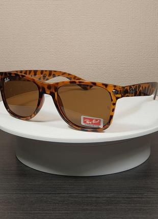 Солнцезащитные очки wayfarer в тигровой оправе