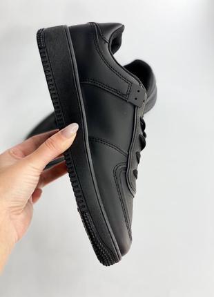 Базові кросівки, безкоштовна доставка до 8.березня 🚙