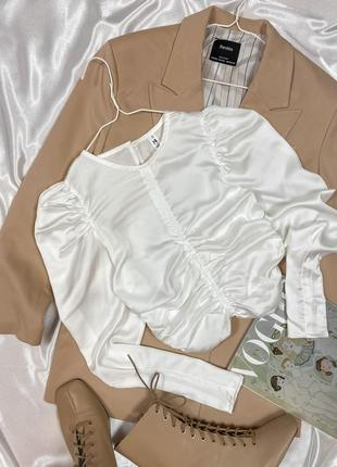 Укороченная блуза с драпировкой