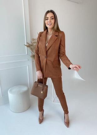 Классические замшевые брючный костюм пиджак на пуговице гр
