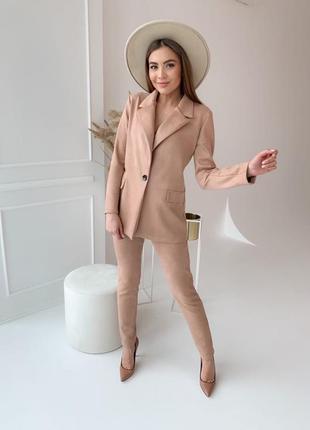 Классические замшевый брючный костюм пиджак на пуговице гр