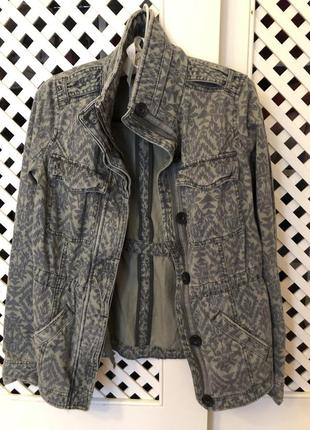Куртка джинсова