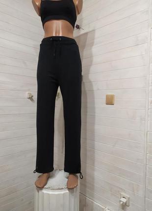 Классные спортивные штаны c 2 кармашками ,на завязках внизу