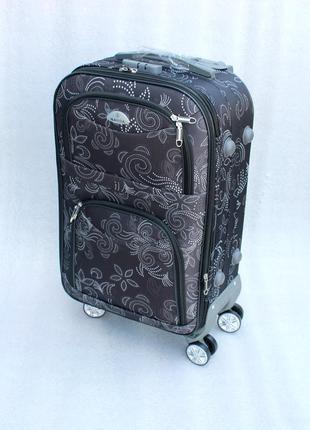 Дорожный чемодан среднего размера