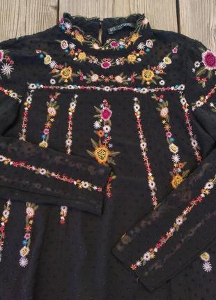 Шикарна блузка з вишивкою
