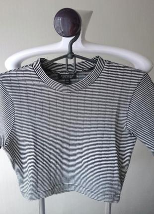 Укороченная футболка-топ