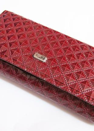 Функциональный красный кошелек всего за 35 грн.