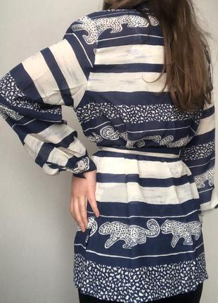 Симпатичная удлиненная блуза прямого кроя с леопардиками3 фото