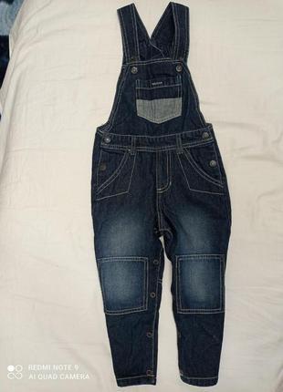 Новые штаники джинсы конбинзон для мальчика темно синего цвета.2-3 лет