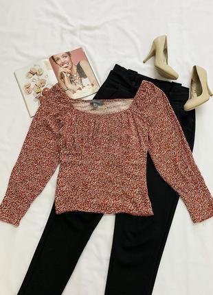 Блуза по фигуре в цветочный узор