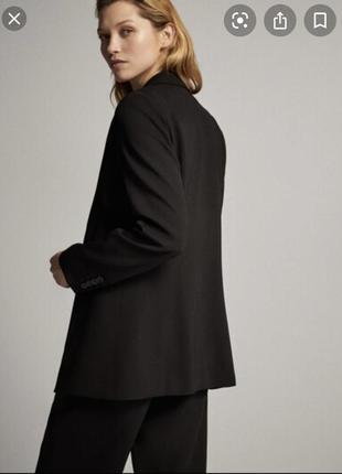 Удлинённый однобортный  чёрный пиджак в стиле massimo dutti
