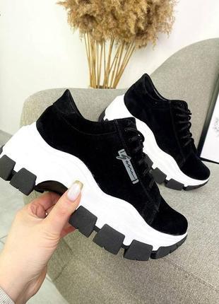 Замшеві кроси