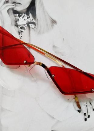 Стильные очки без оправы  солнцезащитные  маленький треугольник красный