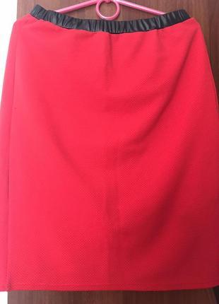 Стильна червона юбка
