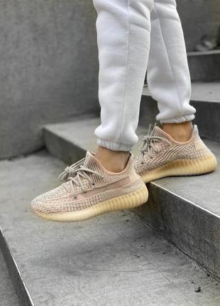Женские кроссовки adidas yeezy 350 v2 synth reflective (розовые) адидас изи 350 рефлектив