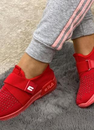 Кросівки червоного кольору