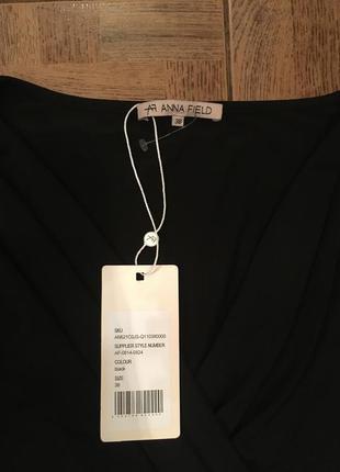 Красивое чёрное платье, оригинальный крой, платьице с вырезом.