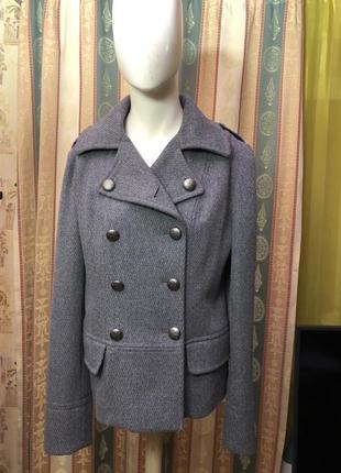 Весенняя стильная шерстяная куртка итальянского бренда yes or no