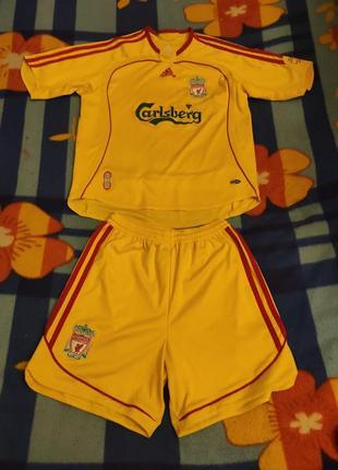 Футбольный костюм ливерпуль