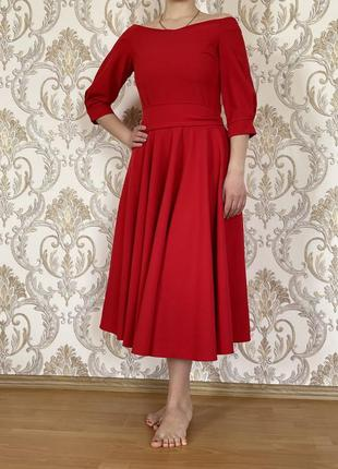 Шикарна червона сукня