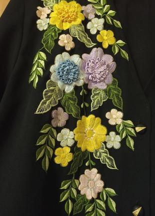 Блузка с объемной вышивкой