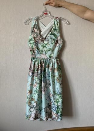 Платье с голой спинкой naf naf
