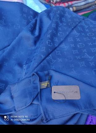 Шелковый платок от известного бренда. 90*90