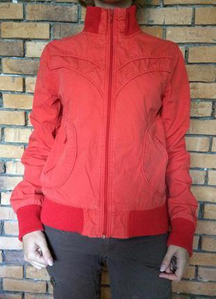 Красная куртка h&m