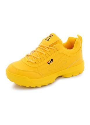 Женские кроссовки в жёлтом и красном цвете