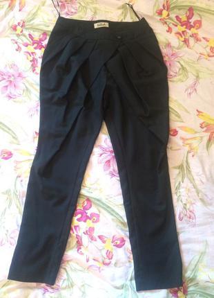 Красивые необычные брюки