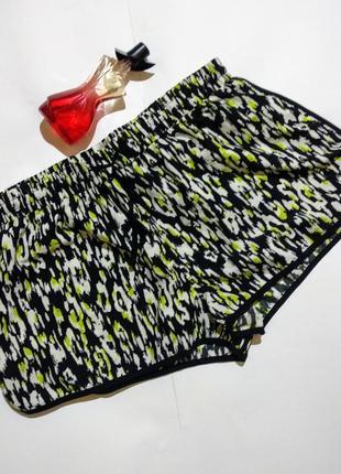 Легкие шорты в принт на резинке с разрезами по бокам 14/48-50 размера