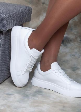 Белые мягкие кожаные кеды 38,40 размер