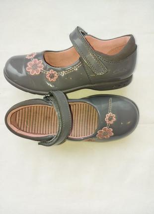 Туфли с мигалками clarks р.26