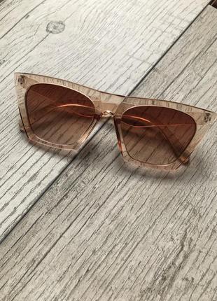 Новые стильные солнцезащитные очки