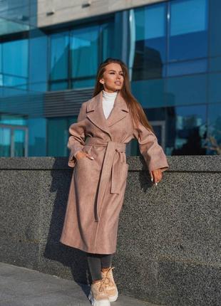 Демисезонное пальто из кашемира «елочка» с рукавом реглан.