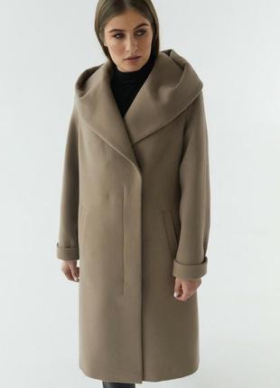 Пальто с капюшоном шерстяное теплое