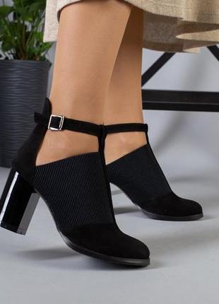 Удобные закрытые туфли с резинкой