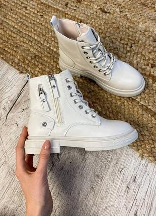 Молочные ботинки