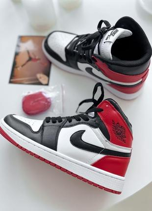 Женские кросовки nike air jordan 1 retro hight og white red