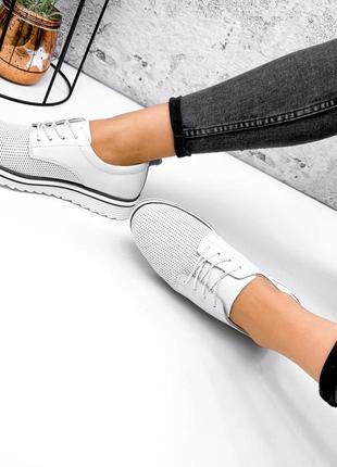 Белые кожаные туфли с перфорацией (натуральная кожа)