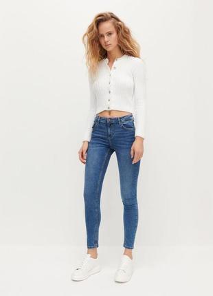 Трендовые джинсы скинни