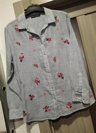Блуза вільного крою з вишивкою