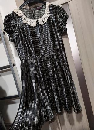 Атласна сукня в горошок